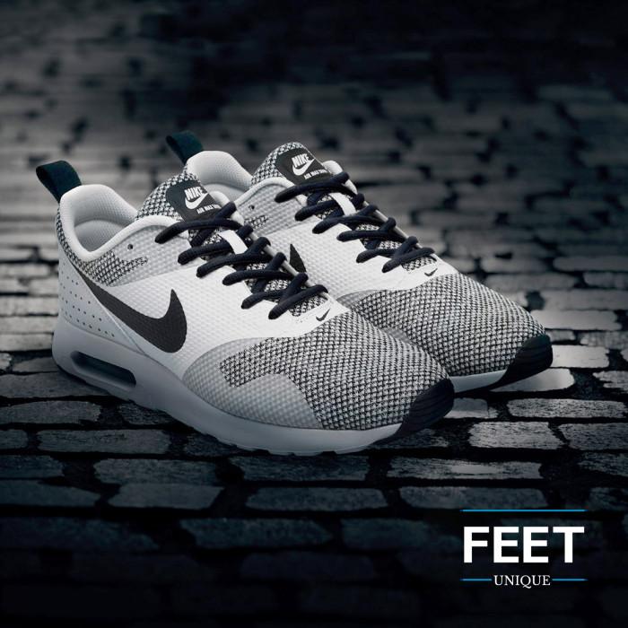 Oval black shoelaces