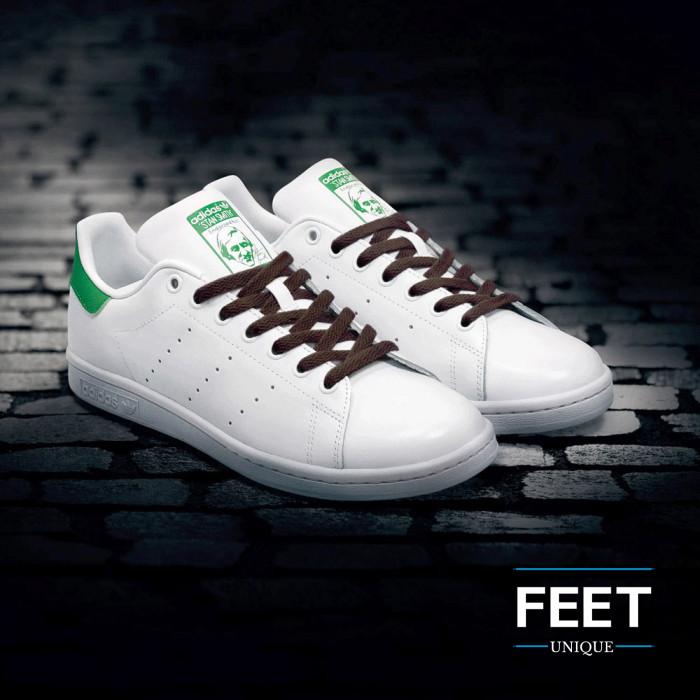Flat dark brown shoelaces