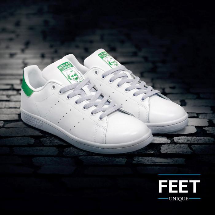 Flat light grey shoelaces