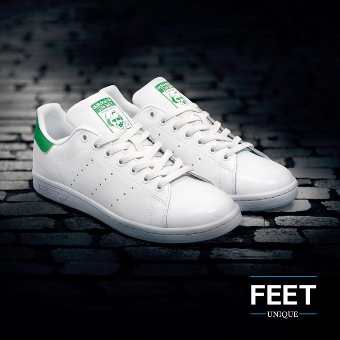 Flat white shoelaces